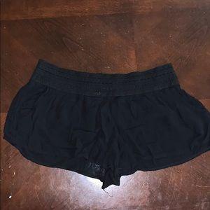 Black light weight shorts